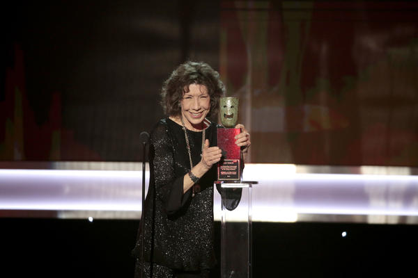 Lily Tomlin accepts the guild's life achievement award. (Kevin Winter / Getty Images)