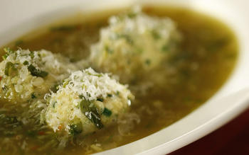Green garlic soup with strangolapretti