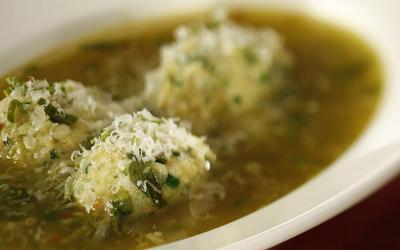 Green garlic soup with strangolapretti