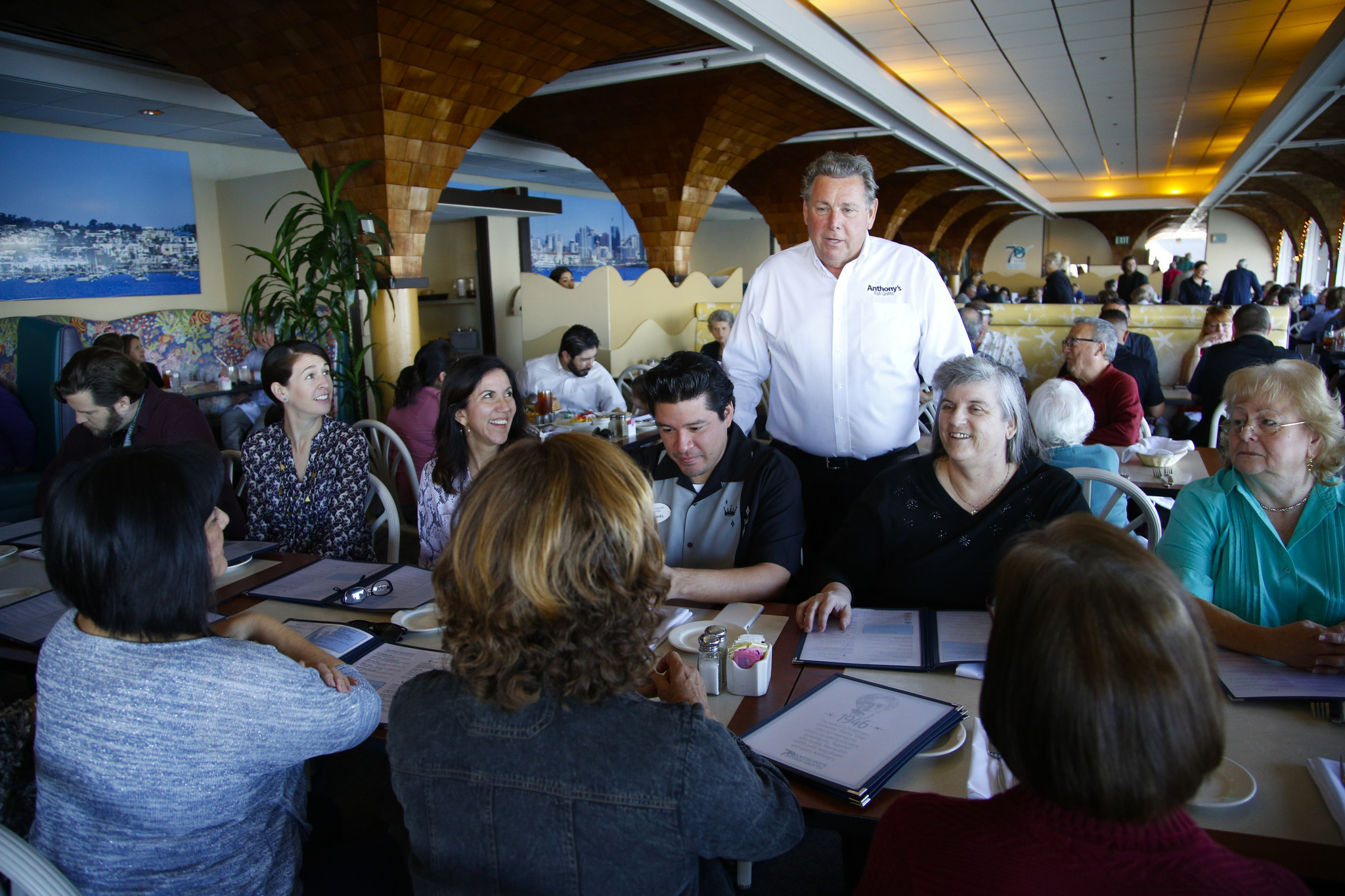 Anthony 39 s closes after 71 years on bay the san diego for Anthony s fish grotto san diego