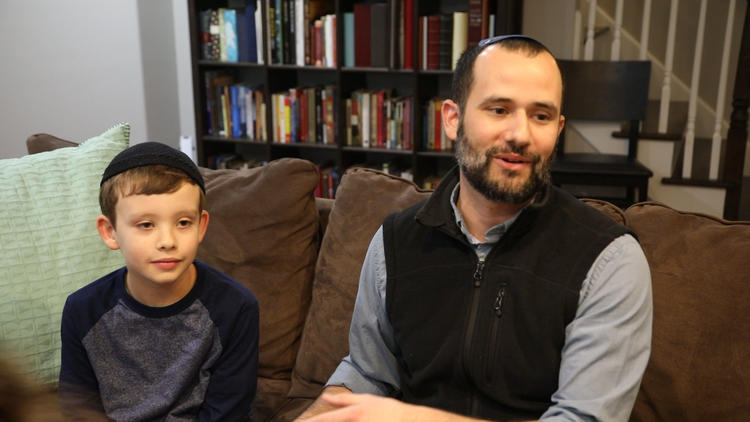 Rabbi talks about viral photo, protesting side by side with Muslim family at O'Hare