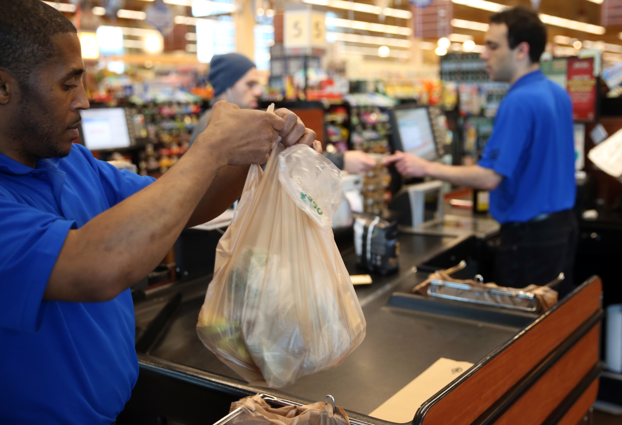 Plastic bag ban chicago - Miffed By Chicago S 7 Cent Grocery Bag Tax Here S A Solution Chicago Tribune