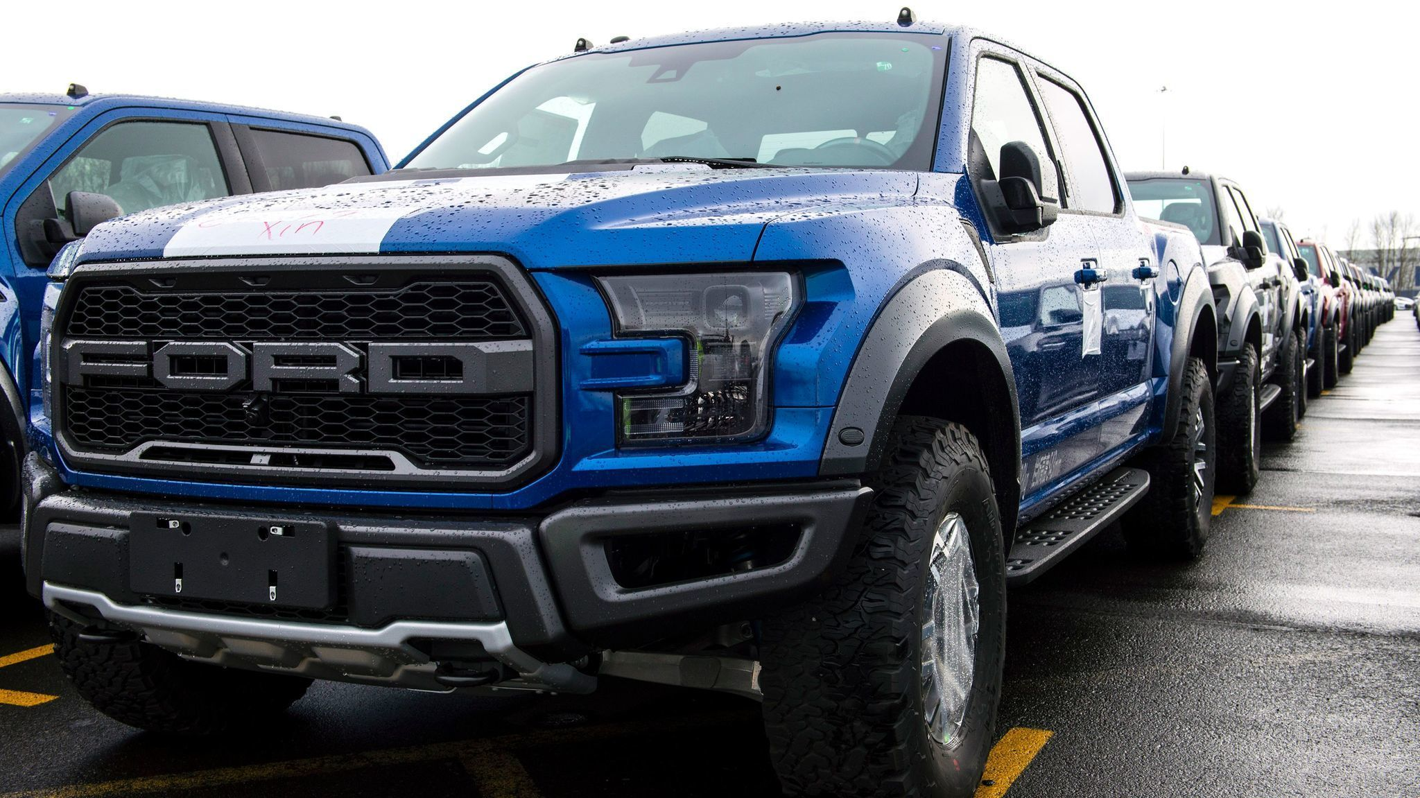 ford f 150 raptor an off road beast is headed to china la times. Black Bedroom Furniture Sets. Home Design Ideas