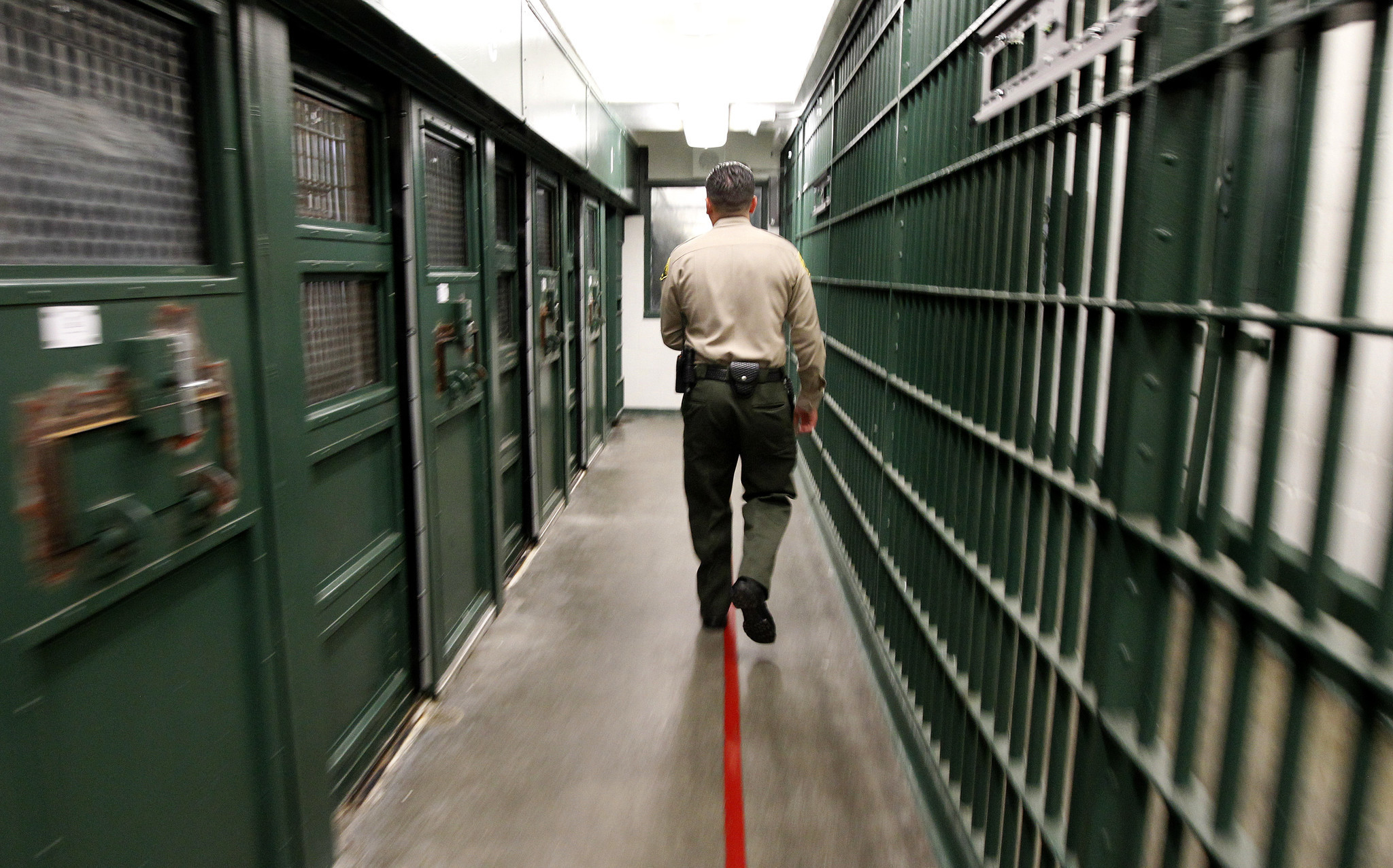 l a  county jail guard charged with assault for looking