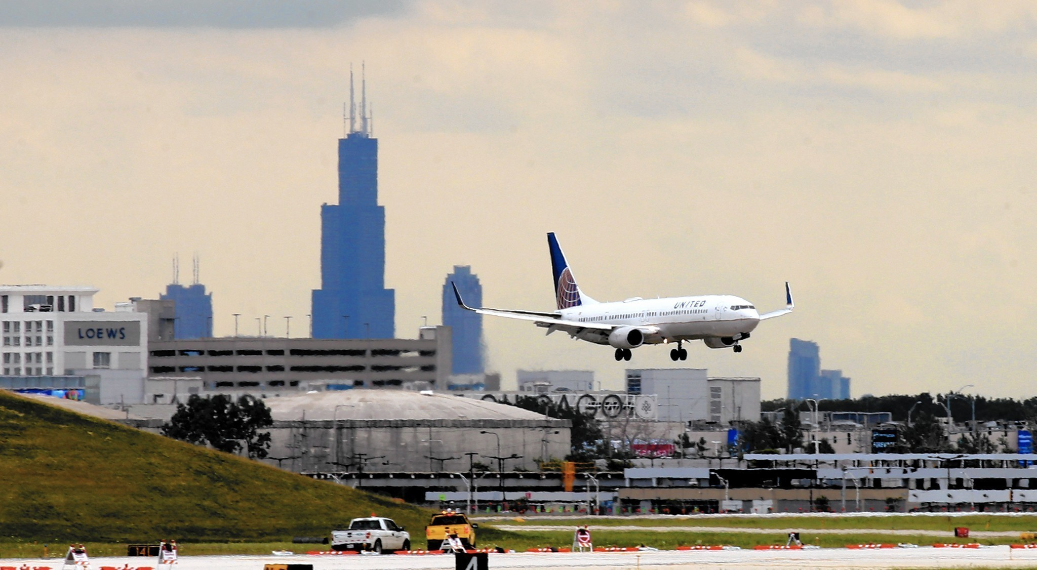 Trump tells united ceo other airline execs he wants to rebuild ohare runway plan helps with jet noise might be renewed sciox Choice Image
