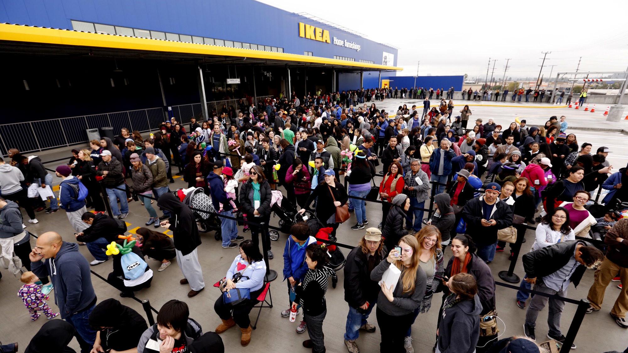 Walking the enormous new ikea in burbank all 2 000 steps for Ikea burbank nourriture