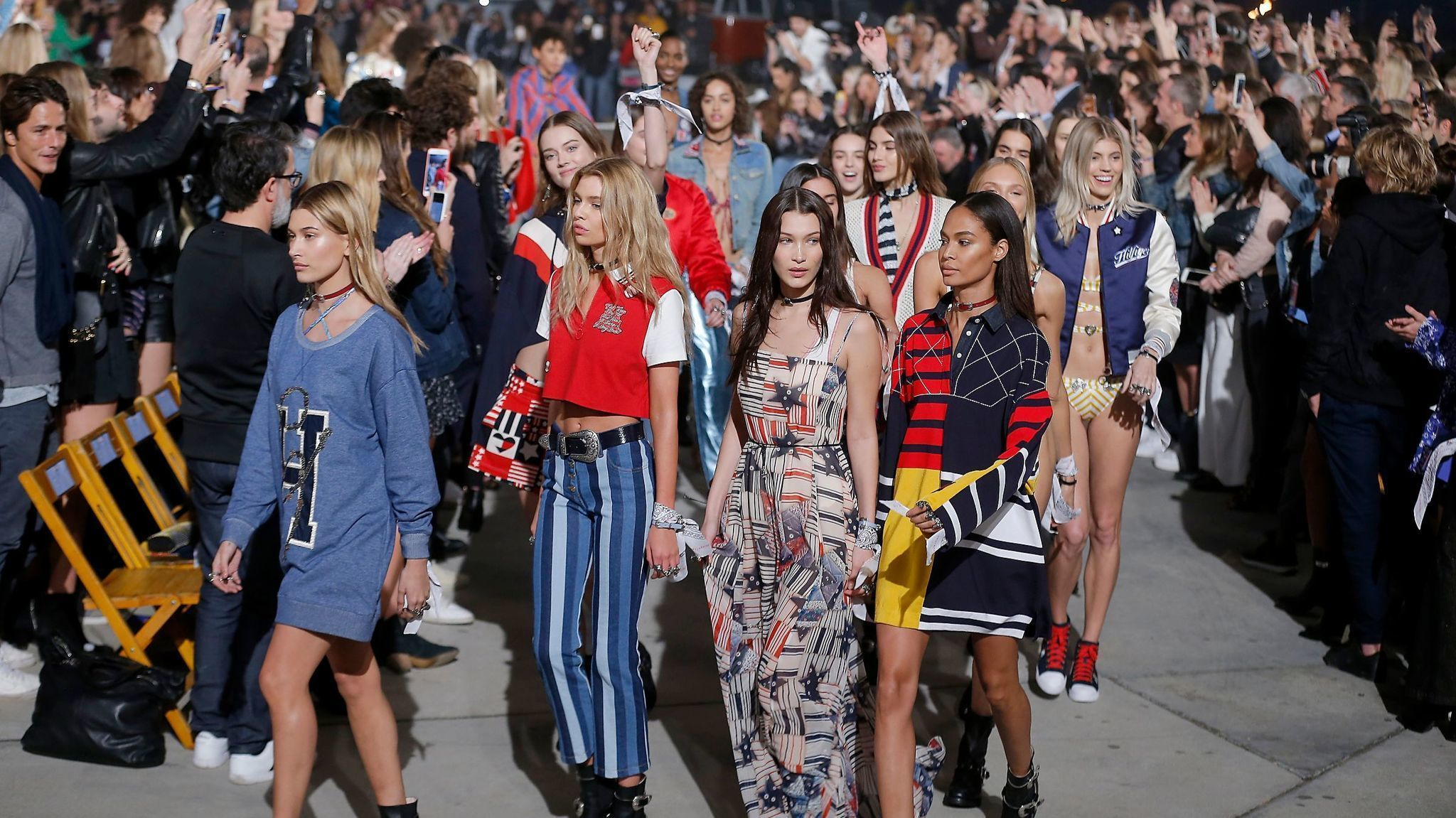 Tommy hilfiger gigi hadid dip into the 39 70s for a 39 fun and youthful 39 fashion show in venice - Tommy hilfiger show ...