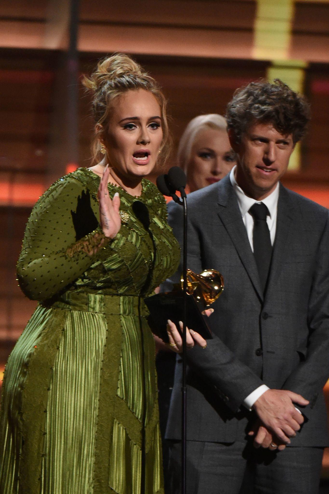 Adele Menyapu Penghargaan Grammy dengan Hello dan Album 25