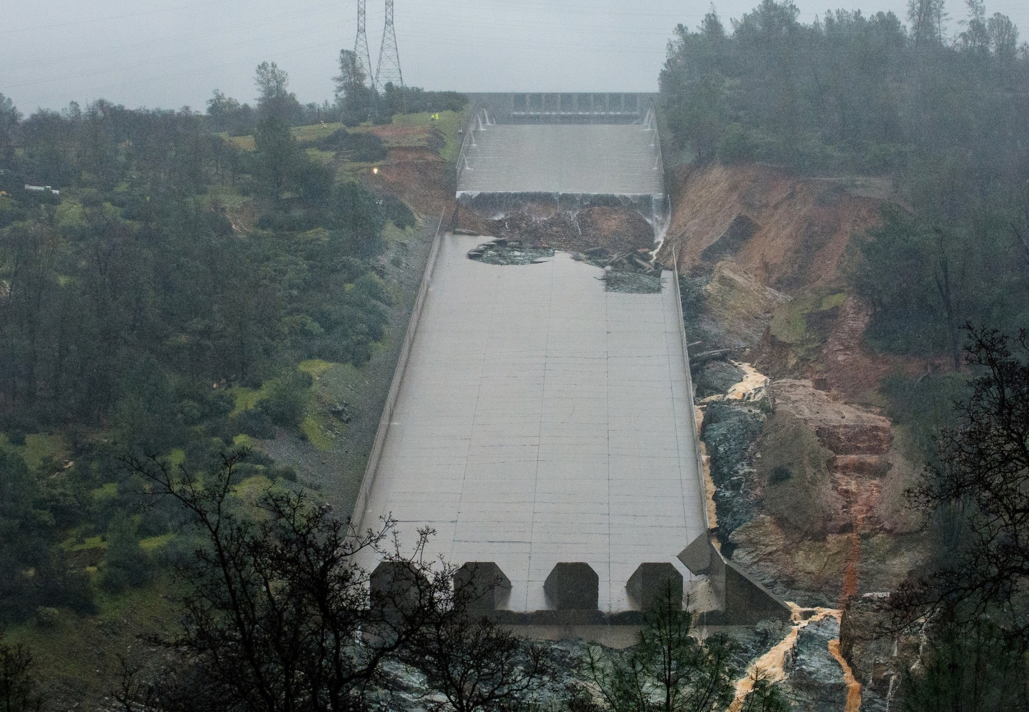 Threat At Oroville Dam Slightly Diminishes But Nearby