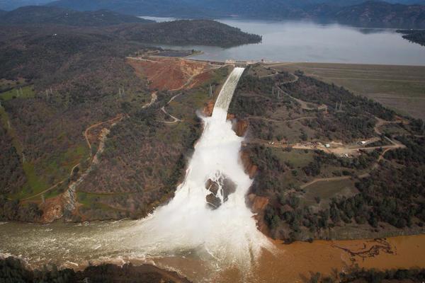 evacuari-masive-in-california-pe-fondul-riscului-de-deversare-a-unui-baraj