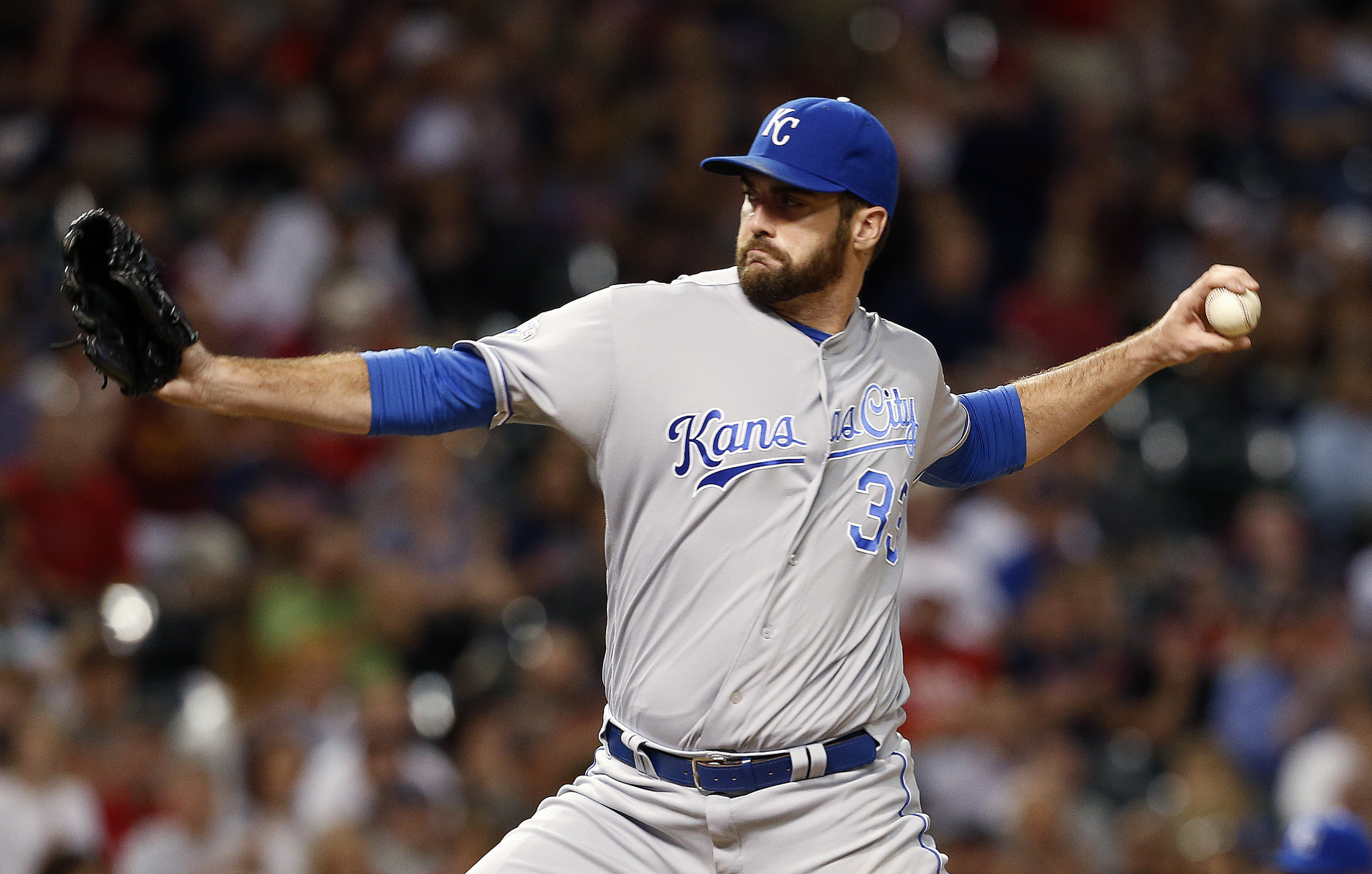 Ct-spring-training-weird-injuries-royals-reliever-barn-20170215