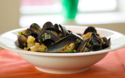Mussel stew with potatoes and sausage