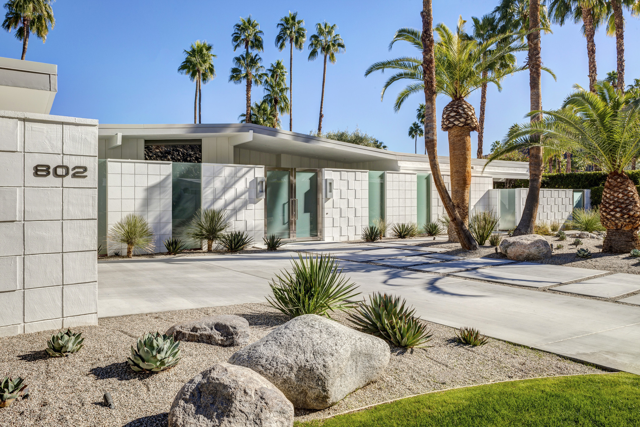 Concrete Block Design Sets The Tone At Palm Springs Redo