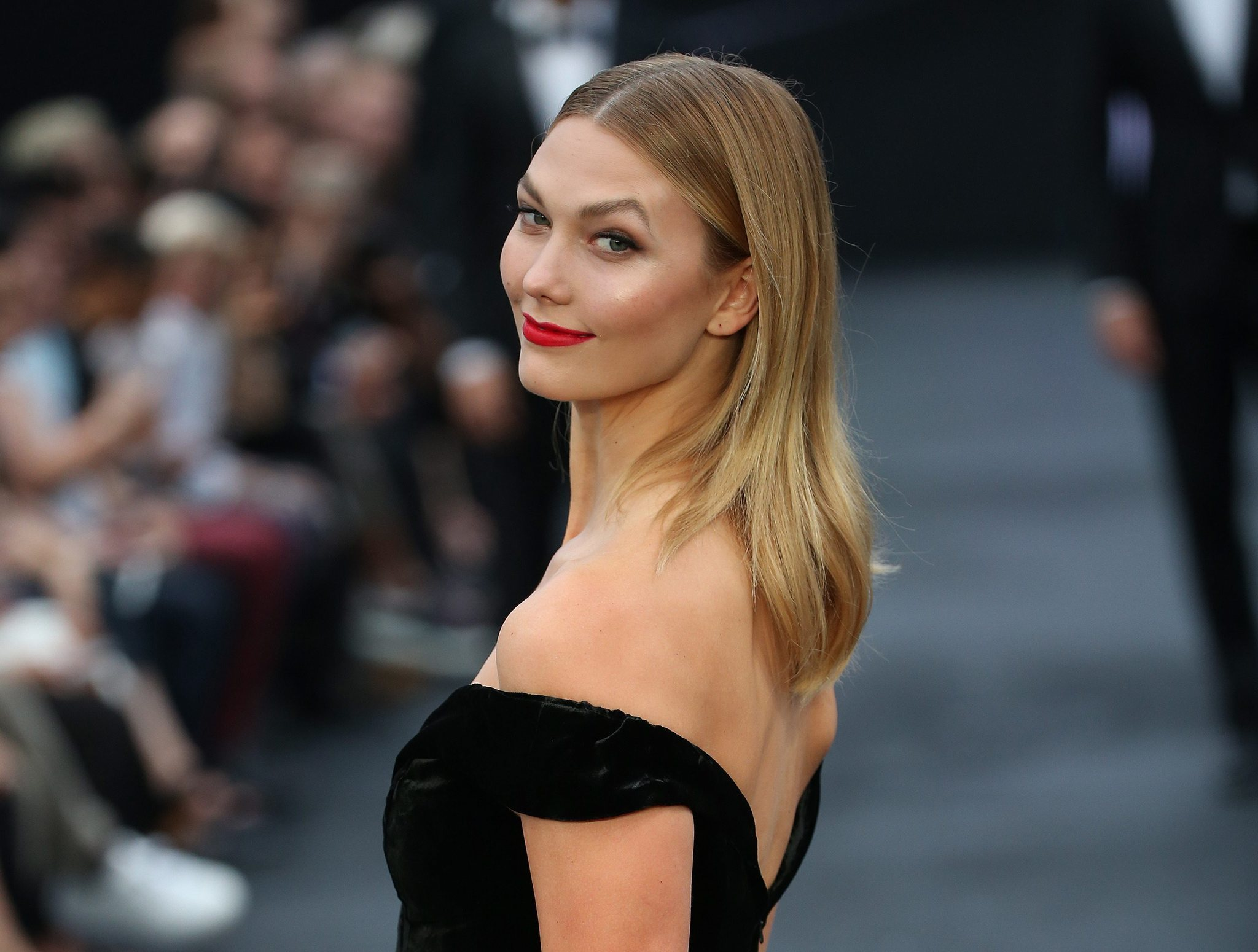 Model Karlie Kloss apologized Wednesday for a recent Vogue photo shoot where she dressed as a Japanese geisha. (EPA)