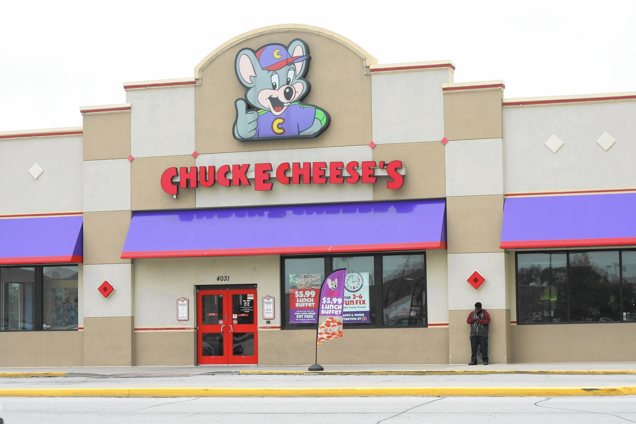 Chuck E. Cheese drops alcohol, bans profanity, gang.