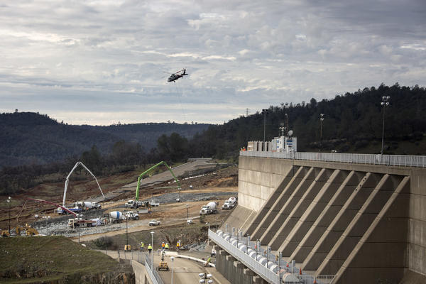 Reconstruction continues in a race to shore up the emergency spillway, left, at Oroville Dam on Wednesday. (Brian van der Brug / Los Angeles Times)