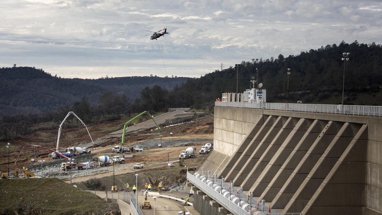 Spillway repairs continue at Oroville Dam on Wednesday. (Brian van der Brug / Los Angeles Times)