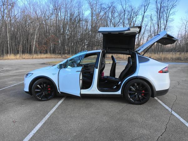 Tesla Model X P100d Is The Stuff Of Dreams Chicago Tribune