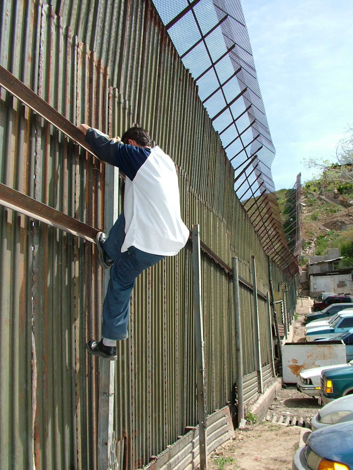 """do illegal immigrants hurt economy How illegal immigrants affect the  do illegal immigrants really want a """"path  on mexican migrants is lost not only to the us economy but also to."""