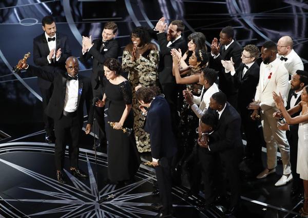 Oscars 2017 live updates: Davis, Ali offer heartfelt acceptance speeches; politics and pranks from Kimmel