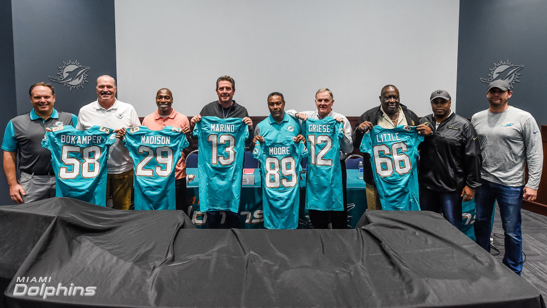 Sfl-gallery-six-past-stars-sign-final-contract-with-miami-dolphins-20170222