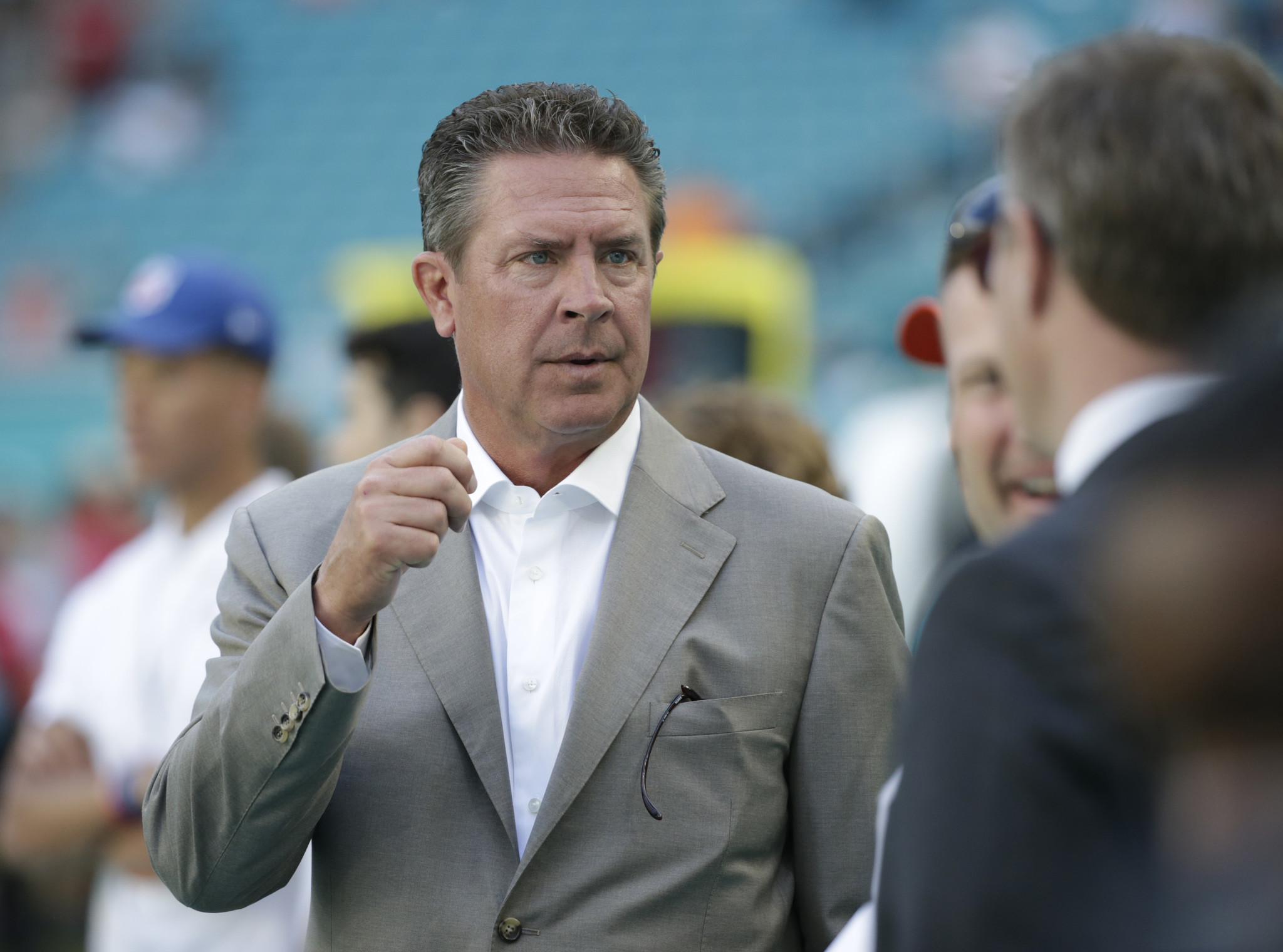 Mc-today-in-the-nfl-dan-marino-finally-makes-retirement-official-20170223