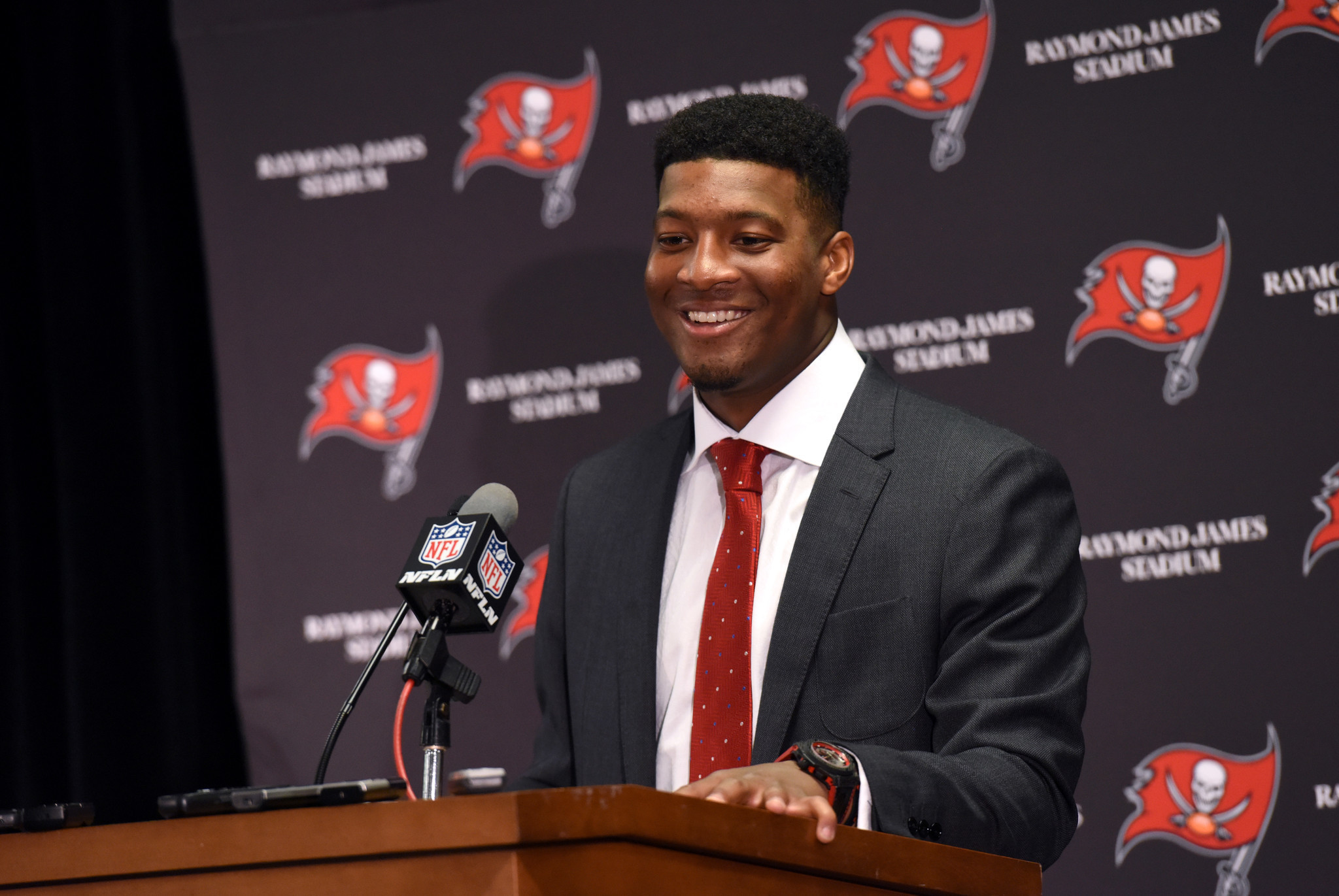 Jameis Winston says he used 'poor word choice' after telling kids that girls are 'supposed to be silent'