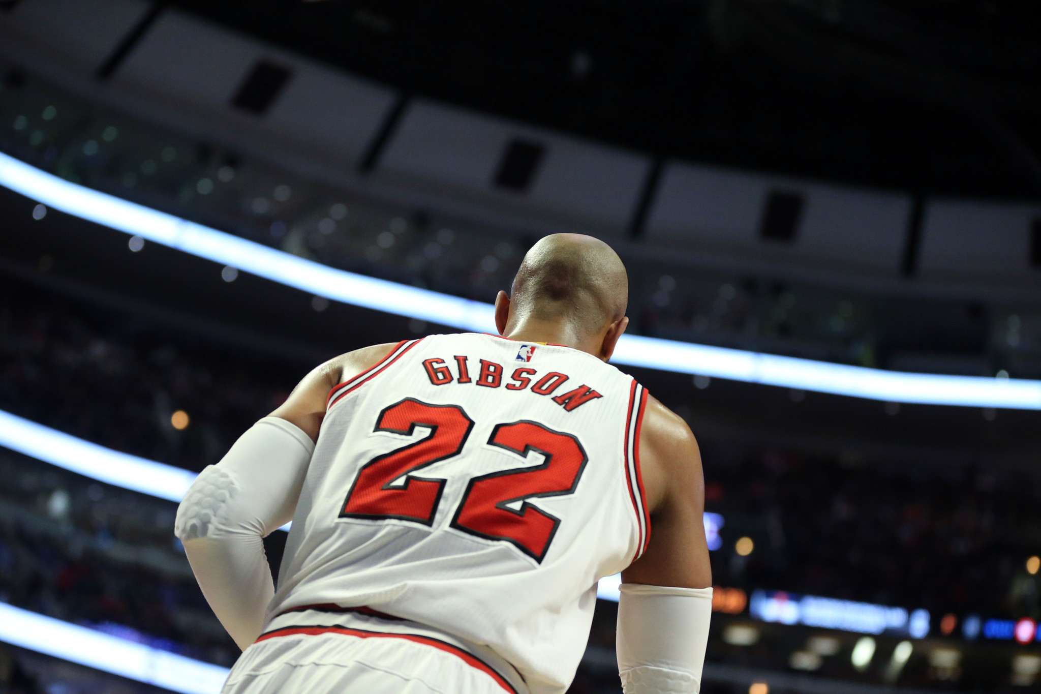 Ct-taj-gibson-leaves-bulls-with-class-spt-0224-20170223