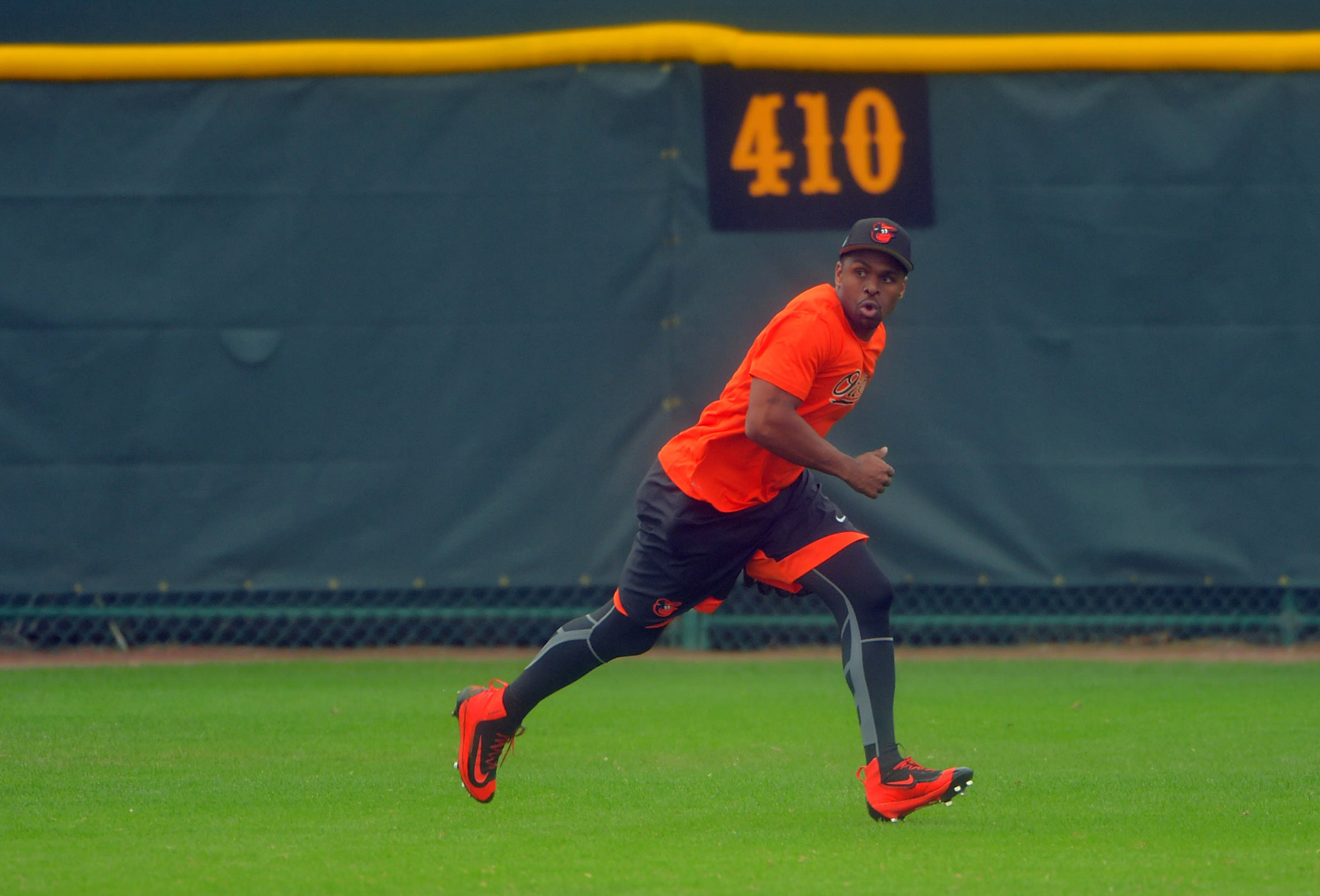 Bal-orioles-outfielder-michael-bourn-out-four-weeks-with-broken-ring-finger-injured-playing-football-20170225