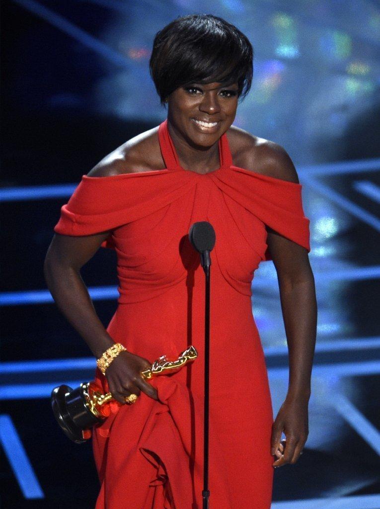 Viola Davis thanks Denzel, God and the graveyard for her Oscar win
