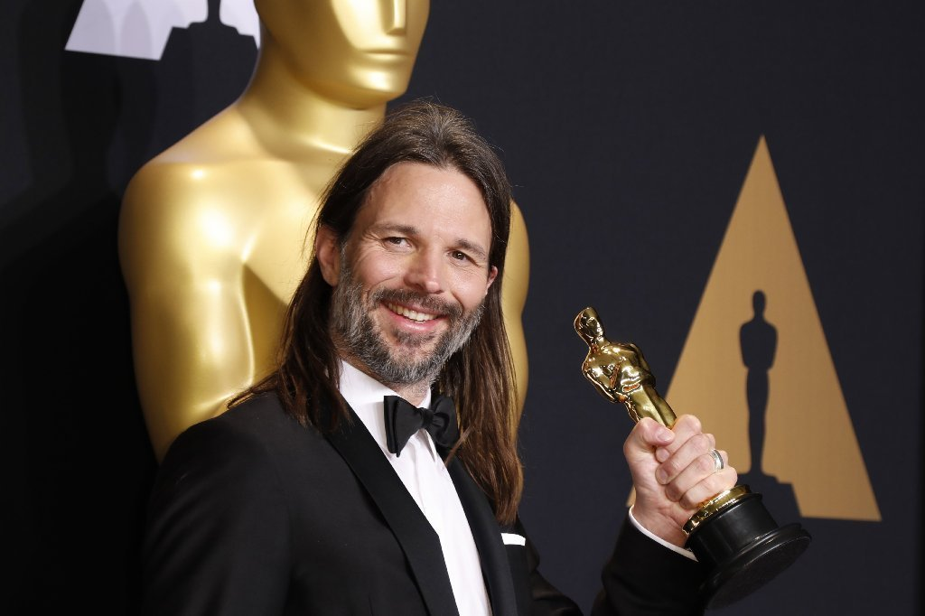 Linus Sandgren holds the Oscar for cinematography in the press room at the Dolby Theatre. (Paul Buck / EPA)