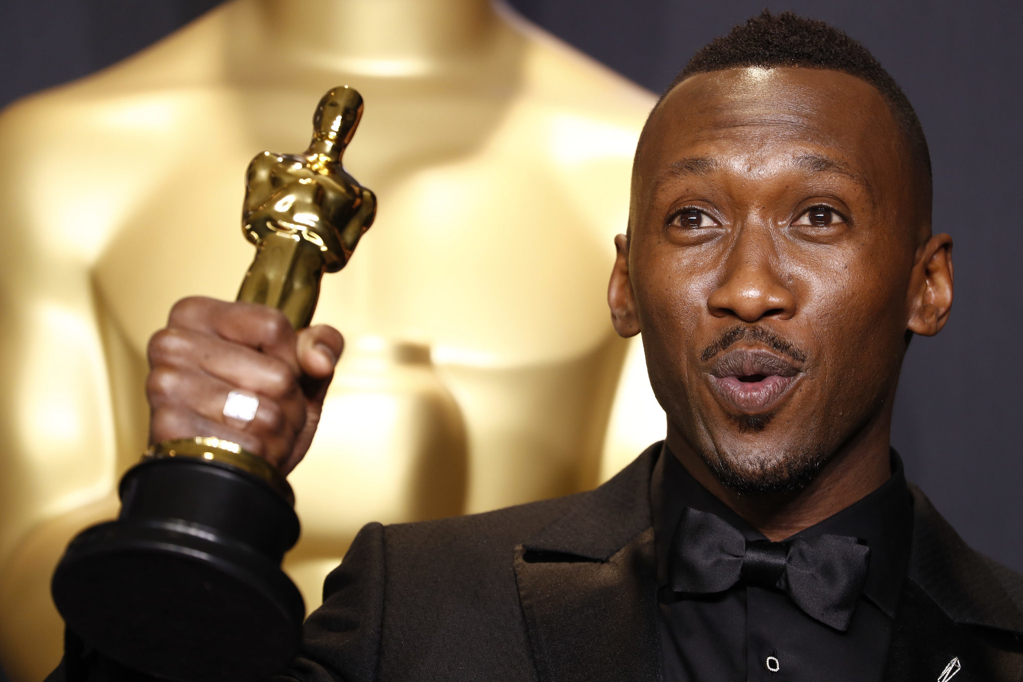 "Mahershala Ali accepting his Oscar for ""Moonlight.""  The actor will star in the third season of the HBO drama ""True Detective"" (Marcus Yam / Los Angeles Times)"