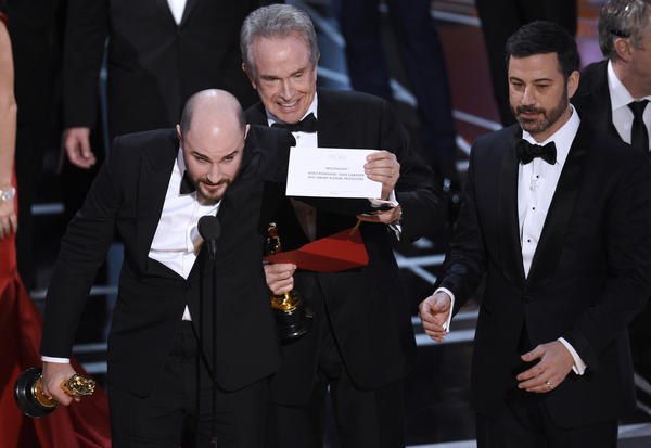 Oscar ratings, still in the doldrums, fall to 9-year low