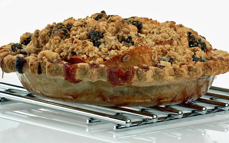Pear and prune oat streusel pie
