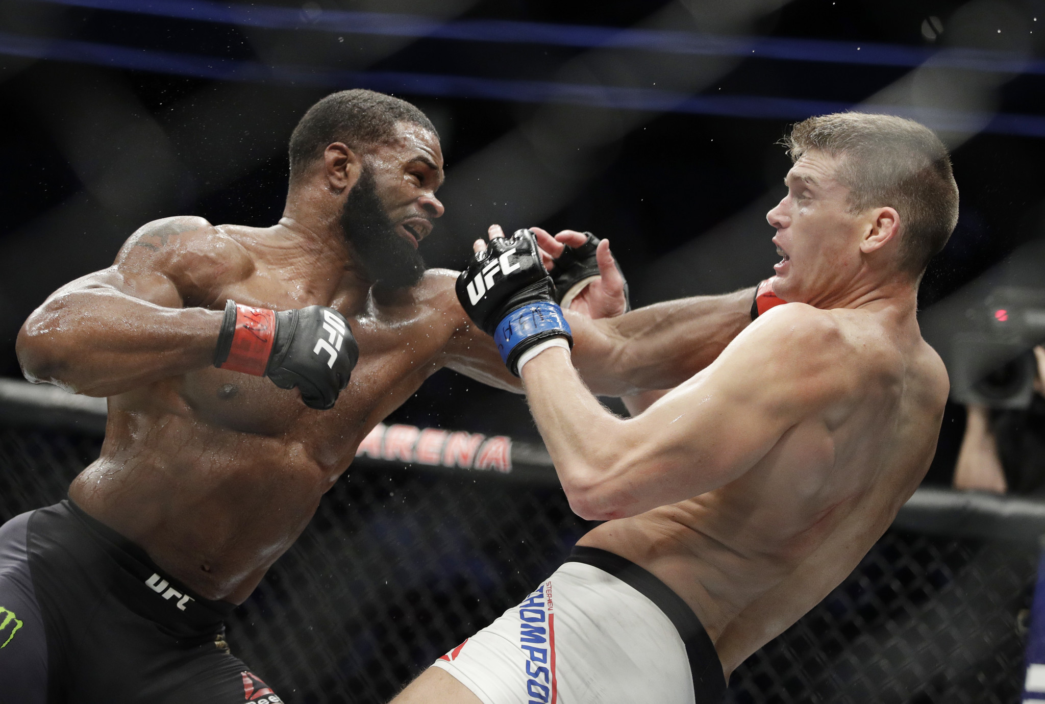 Tyron Woodley Edges Stephen Thompson Keeps Belt At UFC