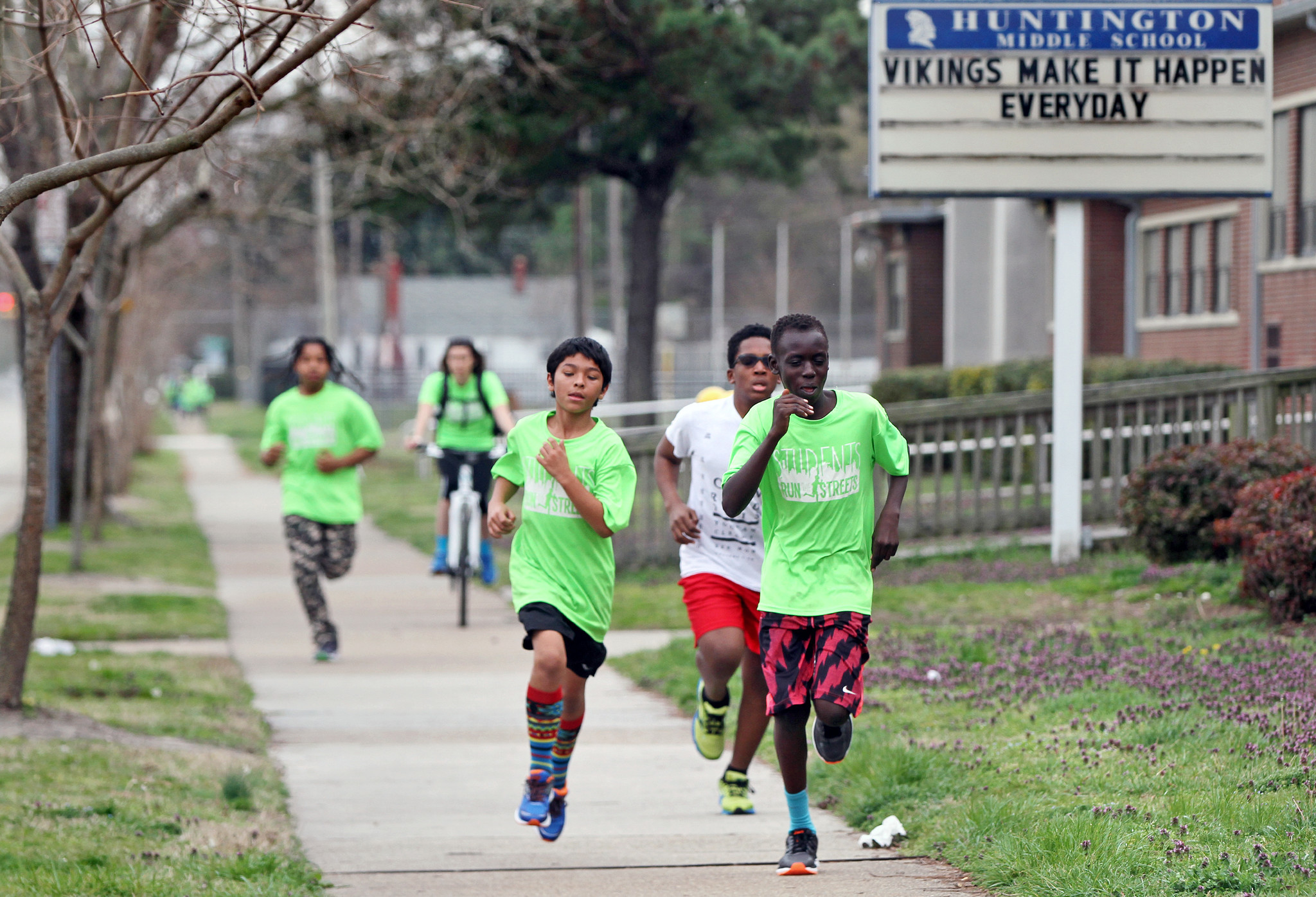 Pictures Students Run The Streets At Huntington Middle Daily Press