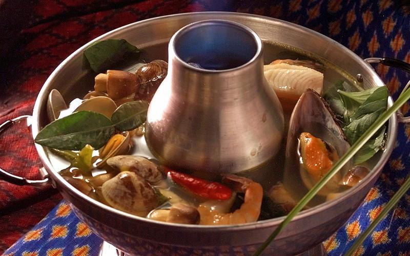 Shipwreck soup (Po Thak soup)