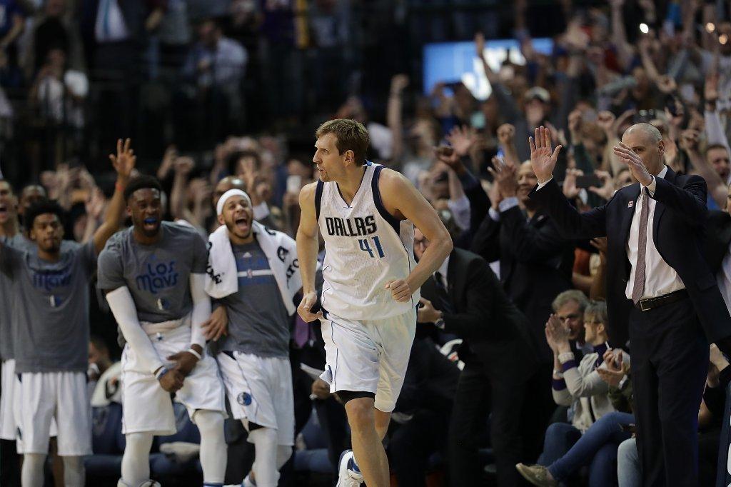Dirk Nowitzki eclipses 30,000 career points in Mavericks' win over Lakers