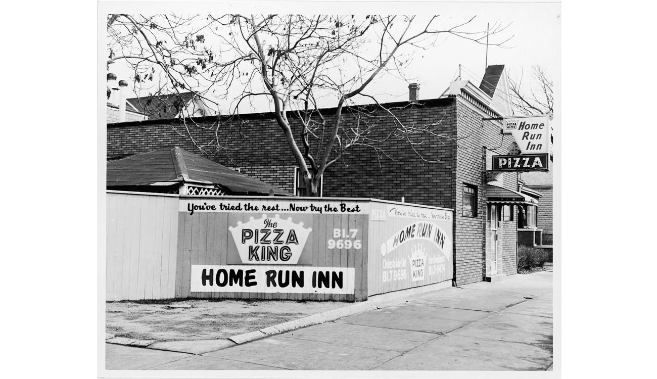 Photos historic home run inn chicago tribune for Home run inn