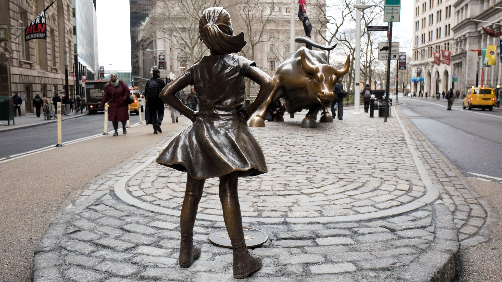 Why there's a statue of a fearless girl facing Wall Street's 'Charging Bull'