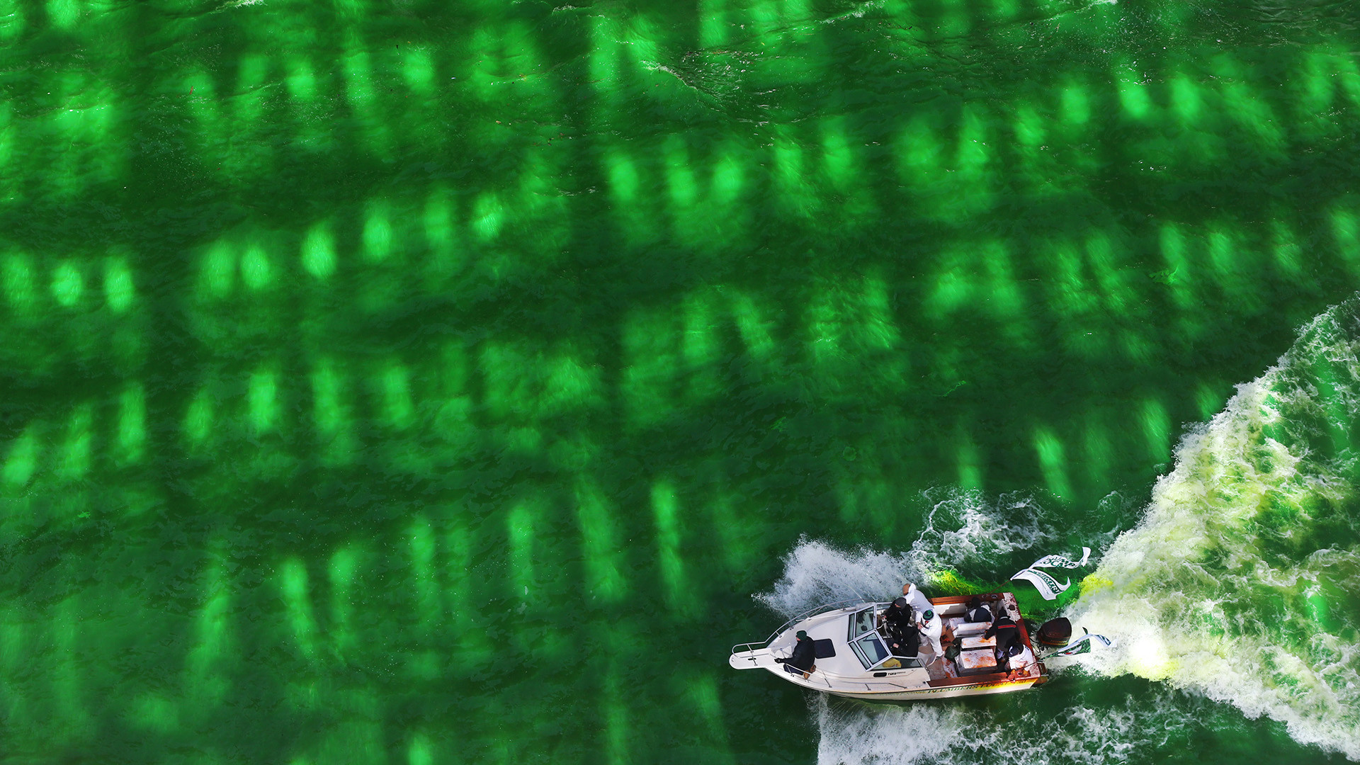 time lapse of chicago river being dyed green for st patrick s day
