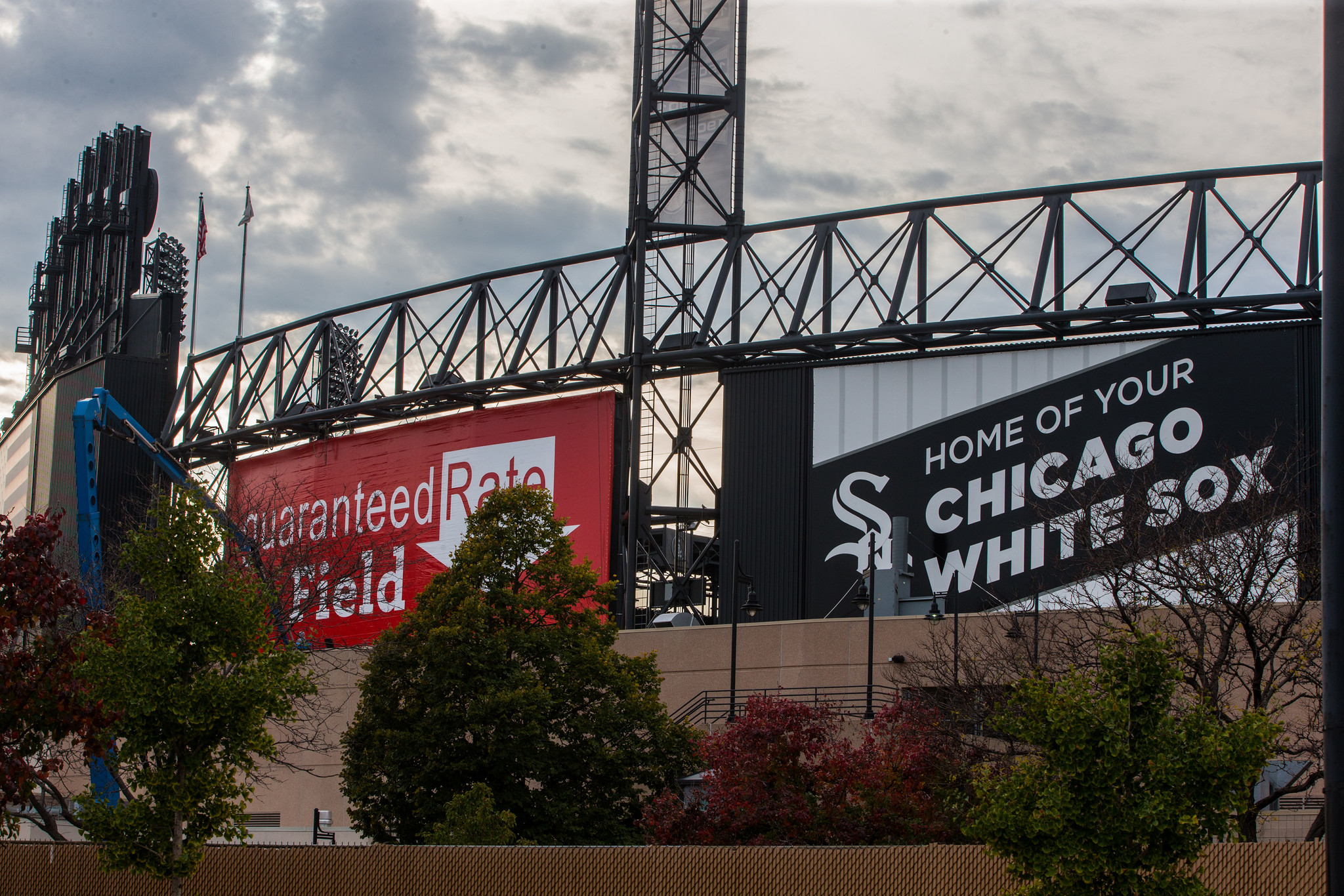 White-sox-fans-in-the-chicago-city-20170314