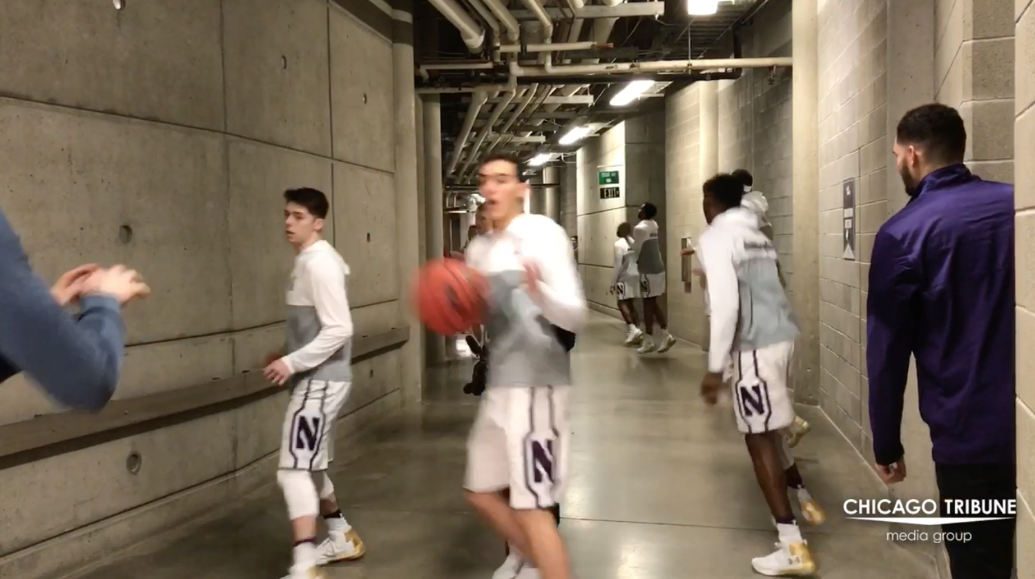 Ct-northwestern-players-warm-up-before-ncaa-tournament-opener-20170316