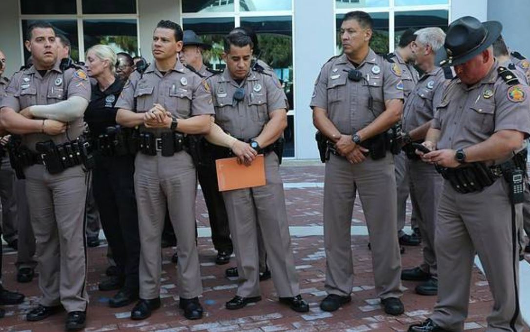 Florida Highway Patrol Traffic >> Surgery, support for highway patrol trooper struck on Miami-Dade highway - Sun Sentinel