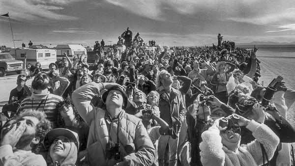 From the Archives: Crowd watches landing of space shuttle Columbia