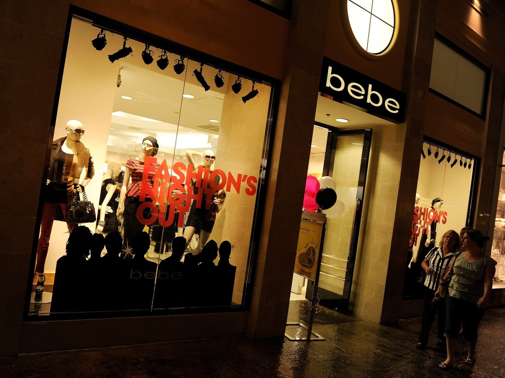 http://www.chicagotribune.com/business/ct-bebe-closing-stores-20170321-story.html