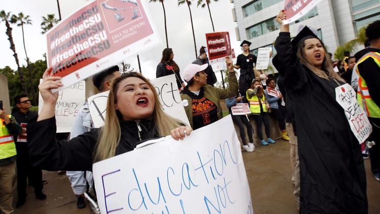(Irfan Khan / Los Angeles Times)