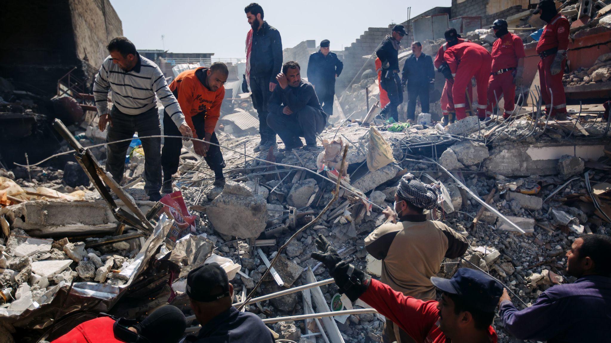 U.S. acknowledges airstrike in Mosul, where more than 200 Iraqi civilians died