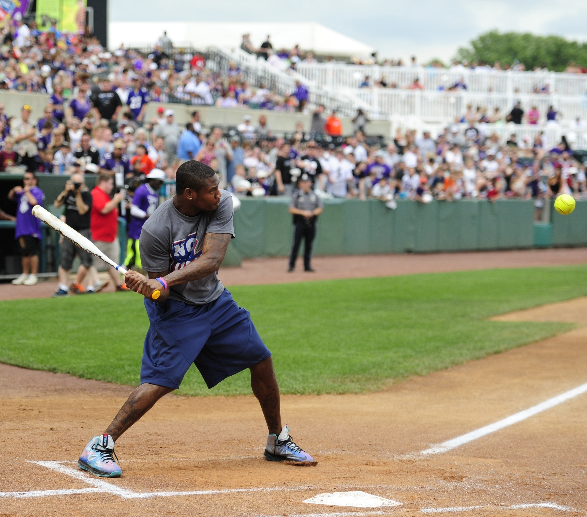 Bal-now-at-the-plate-former-ravens-wide-receiver-jacoby-jones-nope-wrong-one-20170328