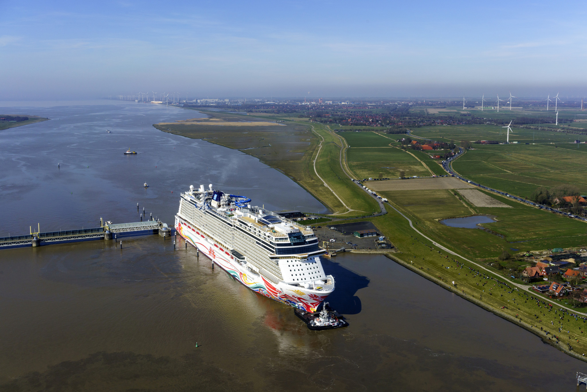 Norwegian Joy Makes River Journey From Shipyard To Sea